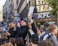 PRAGA, REPÚBLICA CHECA - 15 DE MAYO DE 2017: Demostración en el cuadrado de Praga Wenceslao contra el gobierno y el Babis actuale Fotografía de archivo