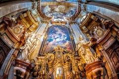PRAGA, REPÚBLICA CHECA - 28 DE MAYO DE 2017: Interior barroco del Ni del St Imagen de archivo libre de regalías