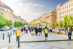 PRAGA, REPÚBLICA CHECA 15 DE MAYO DE 2017: Wenceslas Square, St Wence Imagenes de archivo