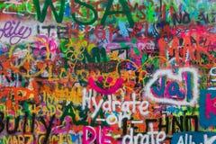Praga, República Checa - 2 de novembro de 2017: Grafittis famosos em t Fotografia de Stock