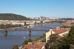PRAGA, REPÚBLICA CHECA 5 DE SEPTIEMBRE DE 2015: Foto de la vista de Praga de la plataforma de observación Visegrado Imagen de archivo libre de regalías