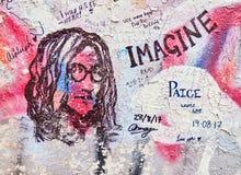 PRAGA, REPÚBLICA CHECA - 4 DE SEPTIEMBRE DE 2017 Graffitti famoso de Jonh Lenon, Praga, República Checa Imagenes de archivo