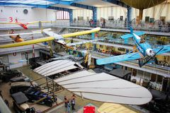 Praga, República Checa - 23 de setembro de 2017: Interior do museu técnico nacional A exibição da história do transporte Aviões Imagens de Stock Royalty Free