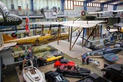 Praga, República Checa - 23 de setembro de 2017: Interior do museu técnico nacional O ar do vintage da exibição da história do tr Fotos de Stock