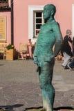 Praga, República Checa - 10 de setembro de 2019: Mije a estátua e a fonte no mapa de Checo na cidade de Praga imagem de stock