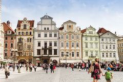 Praga, República Checa, gente y turistas en el squa viejo de la ciudad Fotos de archivo libres de regalías