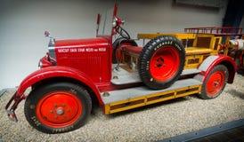 PRAGA, REPÚBLICA CHECA - MAYO DE 2017: Coche de bomberos viejo en museo técnico nacional en Praga, republik checo fotos de archivo libres de regalías
