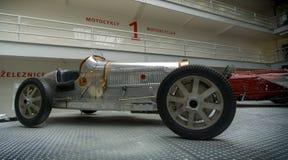 PRAGA, REPÚBLICA CHECA - MAYO DE 2017: PRAGA, REPÚBLICA CHECA SEPTEMBER-27: Bugatti 51,1931 años, en museo técnico nacional en Pr imagen de archivo