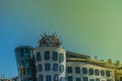 Praga, República Checa - setembro, 17, 2019: parte superior da construção moderna conhecida como a casa de dança, projetada por V foto de stock