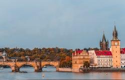 Praga, república de Czezh Ideia aérea do outono cênico do reboque velho fotos de stock