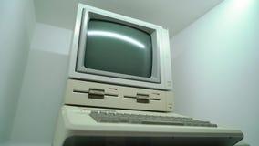 PRAGA, REP?BLICA CHECA - 28 DE MAR?O DE 2019: Apple Computer filme