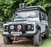 Praga, rep?blica checa - 16/5/2019 de terra Rover Defender imagens de stock