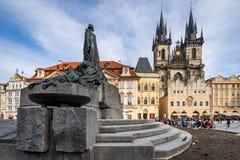 PRAGA, REPÚBLICA CHECA - 5 DE MARZO DE 2016: estatua de Jan Hus, el O Fotografía de archivo