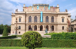 Praga, representante checo: Sala de concertos de Rudolfinum foto de stock royalty free
