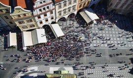PRAGA, REPUBBLICA CECA - 24 AGOSTO 2016: Vista aerea della gente Fotografia Stock Libera da Diritti