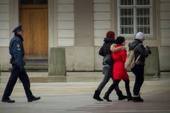 PRAGA, REPUBBLICA CECA - 18 FEBBRAIO 2013: Cambiamento del guar immagine stock libera da diritti