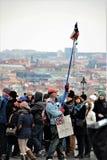Praga, repubblica Ceca, gennaio 2015 Dimostrazione del contrariato vicino al palazzo reale a Praga L'iscrizione sulla posizione immagine stock libera da diritti