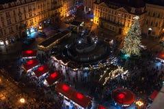 PRAGA, REPUBBLICA CECA - IL 25 DICEMBRE: iew sopra il quadrato di Staromestska o di Città Vecchia a Praga Fotografia Stock Libera da Diritti