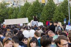 PRAGA, REPUBBLICA CECA - 15 MAGGIO 2017: Dimostrazione sul quadrato di Praga Wenceslas contro il governo e il Babis correnti Immagine Stock