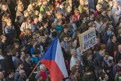 PRAGA, REPUBBLICA CECA - 15 MAGGIO 2017: Dimostrazione sul quadrato di Praga Wenceslas contro il governo e il Babis correnti Fotografie Stock