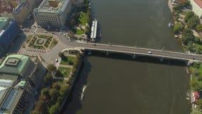 PRAGA, REPUBBLICA CECA - MAGGIO 2019: Vista aerea del centro urbano, paesaggio urbano del fuco di pamorama di Praga stock footage