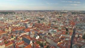 PRAGA, REPUBBLICA CECA - MAGGIO 2019: Vista aerea del centro urbano, paesaggio urbano del fuco di pamorama di Praga video d archivio