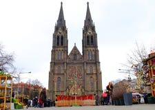 Praga, Repubblica ceca 28 marzo 2018: Celebrazione di Pasqua nel quadrato di pace Chiesa della st Ludmila di vista fotografia stock libera da diritti