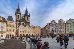 PRAGA, REPUBBLICA CECA - 5 MARZO 2016: Vecchia piazza in Pragu Fotografie Stock Libere da Diritti
