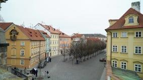 PRAGA, REPUBBLICA CECA - 26 MARZO 2019: Vista alla via nel vecchio centro di Praga video d archivio