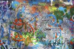 PRAGA, REPUBBLICA CECA - 12 OTTOBRE 2018: Il dettaglio di John Lennon Peace Wall ha creato nel 1980 fotografia stock libera da diritti