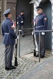 PRAGA, REPUBLIC/EUROPE CECO - 24 SETTEMBRE: Guardia in servizio a Immagine Stock Libera da Diritti