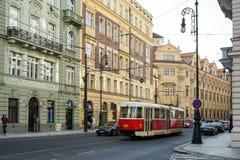 PRAGA, REPUBLIC/EUROPE CHECO - 24 DE SETEMBRO: Bonde em Praga sobre Fotografia de Stock Royalty Free