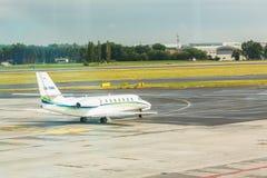 PRAGA, republika czech - CZERWIEC 16, 2017: Cessna 680 cytaci suweren zdejmował OK-EMA przygotowywa Fotografia Royalty Free