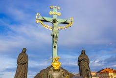 Praga, republika czech - Grudzień 31, 2017: Statuaryczny St krzyż - Kalwaryjski przy Praga obraz royalty free