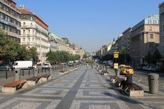 Praga republika czech jasnego lata uliczny ranek obrazy stock