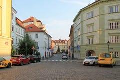Praga republika czech jasnego lata uliczny ranek zdjęcia stock