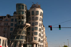 PRAGA, republika czech - KWIECIEŃ 24, 2017: Dancingowy Domowy Tancici duma - Praga ` s najwięcej sławnego nowożytnego architektur fotografia stock