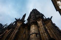 PRAGA, republika czech 2014 Listopad 26: Wielkomiejska katedra święty Vitus, Wenceslaus i Adalbert, jest najwięcej Obrazy Stock