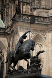 PRAGA, republika czech - MAJ 21, 2009: Statua na zewnÄ…trz Praga kasztelu w mieÅ›cie Praga obraz stock