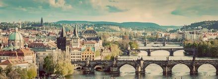 Praga, republika czech przerzuca most linię horyzontu z historycznym Charles Bri Fotografia Stock