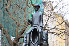 Praga, republika czech, Styczeń 2015 Czerep zabytek Franz Kafka w Żydowskiej ćwiartce fotografia royalty free