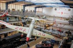 Praga, republika czech - Wrzesień 23, 2017: Wnętrze Krajowy techniczny muzeum Transport historii eksponat Samoloty Fotografia Stock