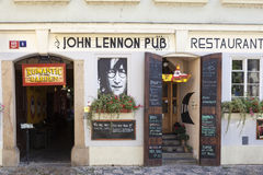PRAGA, republika czech - WRZESIEŃ 05, 2015: Fotografia John Lennon pub Fotografia Stock