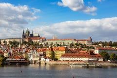 Praga rynku republika czech, wschód słońca miasto linia horyzontu przy Astronomiczny Zegarowy wierza fotografia stock