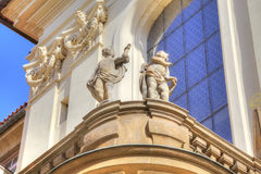 Praga Rzeźby na fasadzie antyczny dom Fotografia Royalty Free