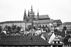 Praga. St Vitus Cathedral. Vista da Charles Bridge Fotografia Stock