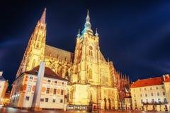 Praga St Vitus katedra Francisco bay bridge ca nocy razem San Obraz Royalty Free