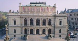 PRAGA, teatro de la República Checa en el centro de Praga República Checa Rudolfinum, visión aérea almacen de metraje de vídeo