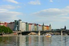Praga, vista del ponte di Jiraskuv Immagini Stock Libere da Diritti