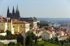 praga Vista di vecchie città e cattedrale di Vitus del san Immagine Stock